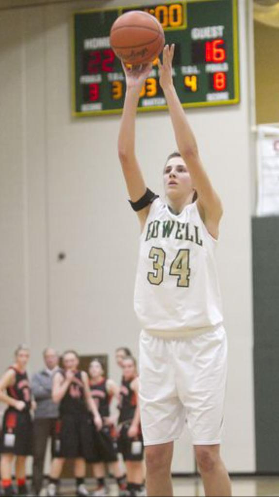 Erin Honkala attempts a free throw