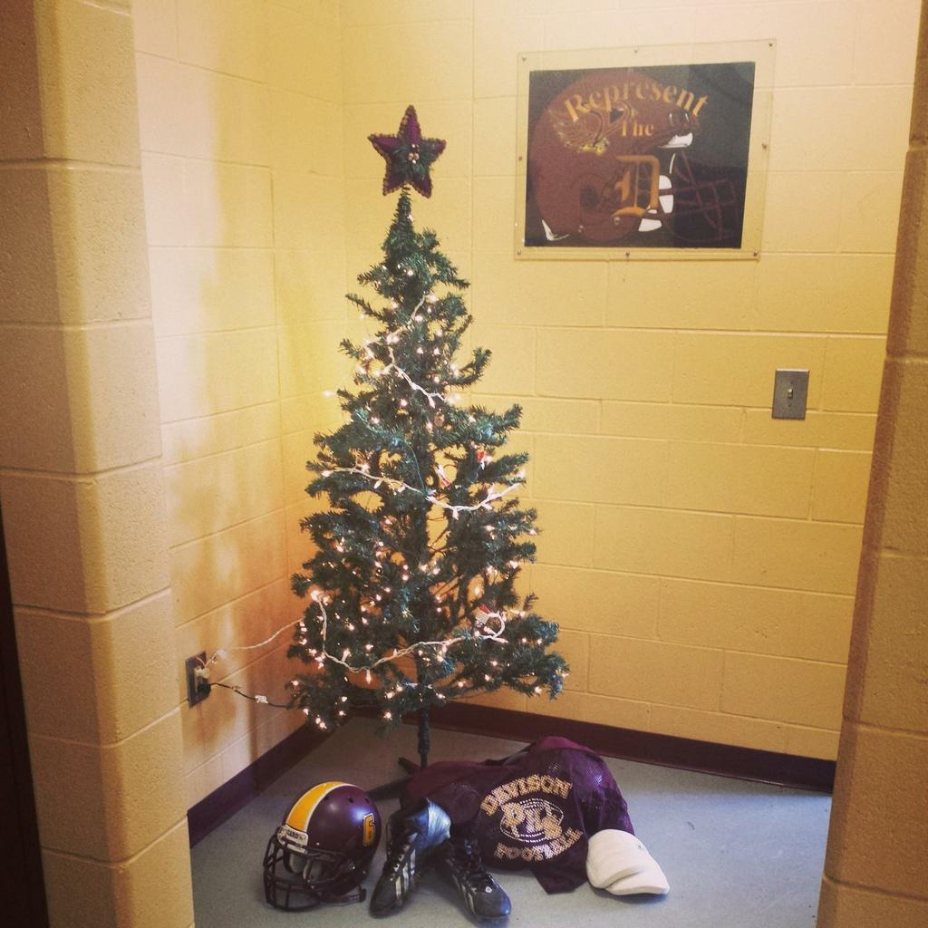 The story behind the Christmas tree in the Davison football team\'s ...