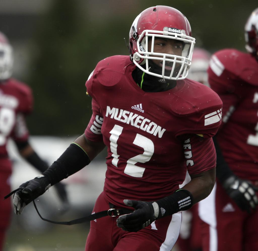 Huge crowd witnesses a classic football game as Muskegon Big Reds ...