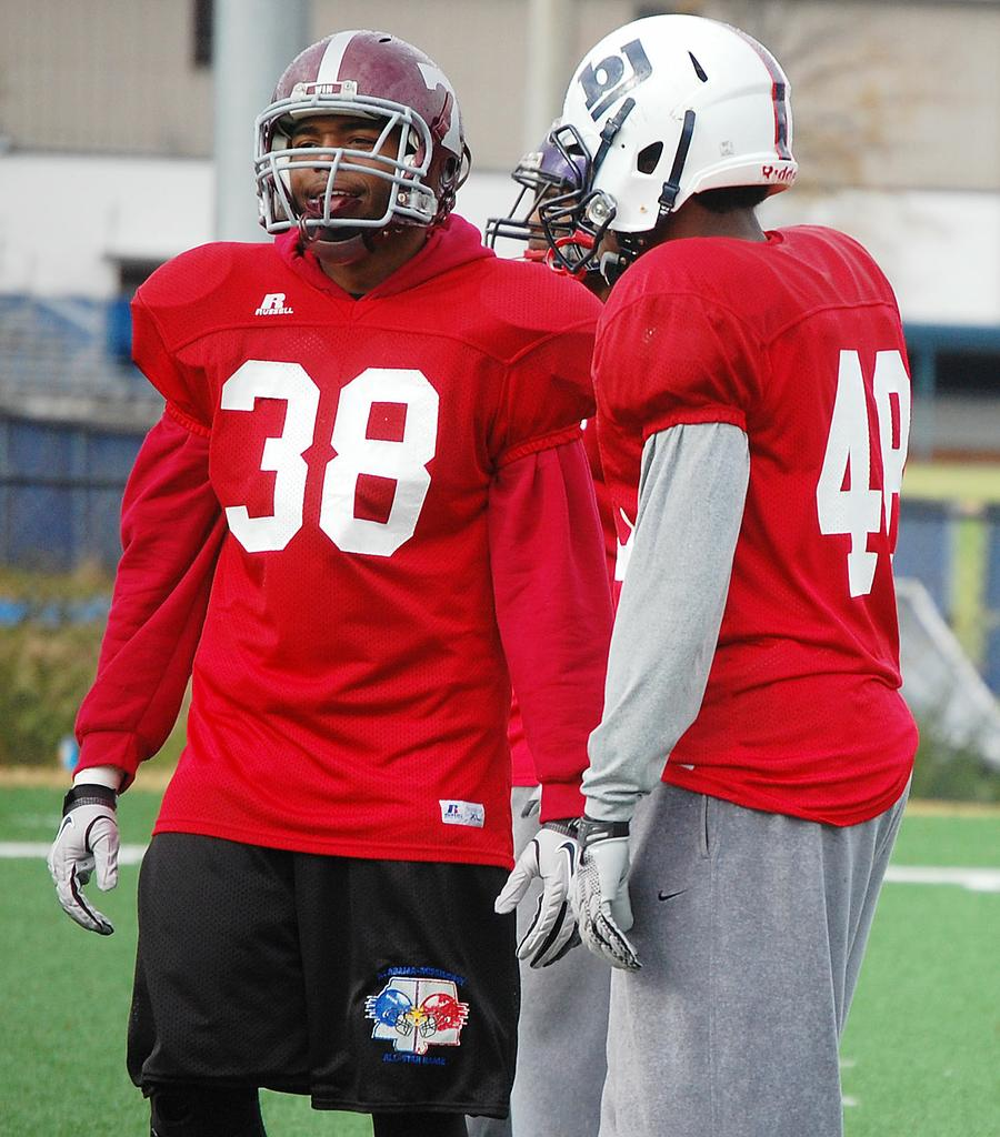 Future Crimson Tide linebackers building bond at practices for Alabama-Mississippi All-Star Classic
