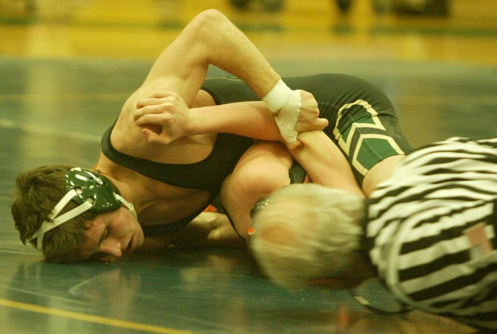 Hard work and veteran talent adds up to team district title for Comstock Park wrestling team